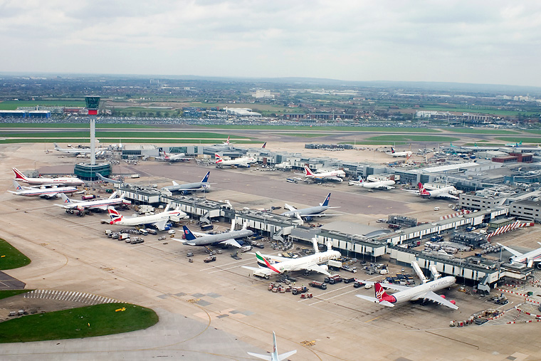 - Airport Overview - aircraft at London - Heathrow