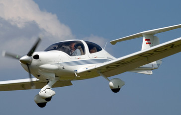 OE-DCZ - Private Diamond DA 40 Diamond Star