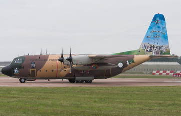 64144 - Pakistan - Air Force Lockheed L-100 Hercules