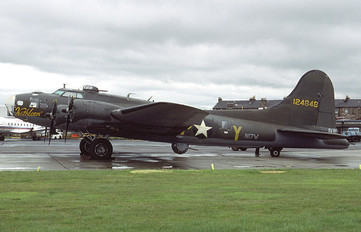 N17W - Private Boeing B-17F Flying Fortress
