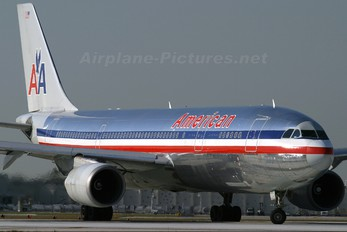 N70072 - American Airlines Airbus A300
