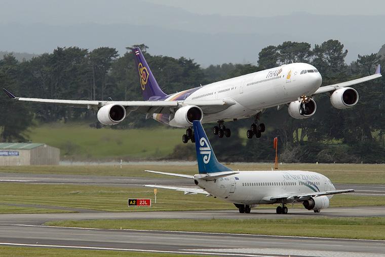 Air New Zealand ZK-NGG aircraft at Auckland Intl