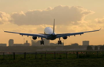 - - KLM Airbus A330-200