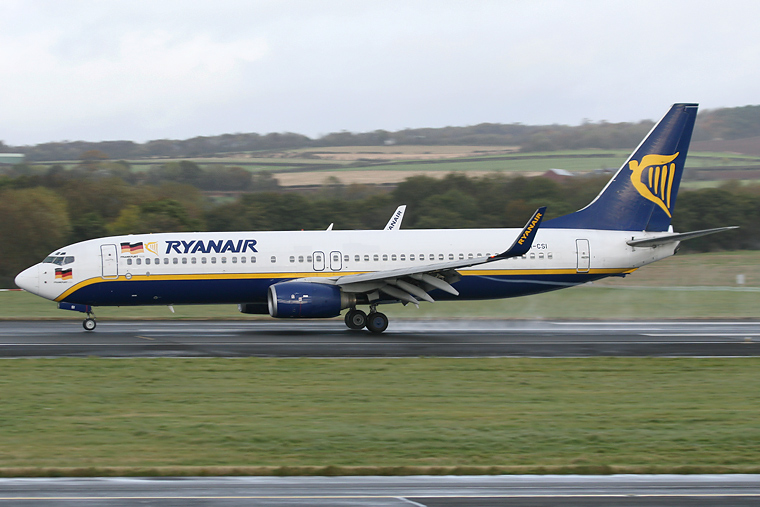 Ryanair EI-CSI aircraft at Prestwick