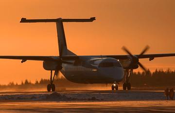 - - Widerøe de Havilland Canada DHC-8-100 Dash 8