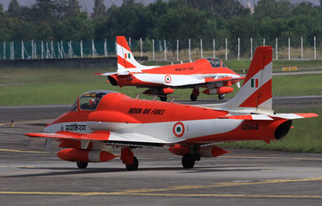 U2464 - India - Air Force Hindustan HJT-16 Kiran II