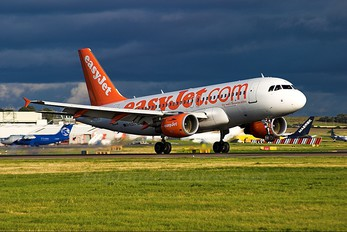 G-EZEC - easyJet Airbus A319