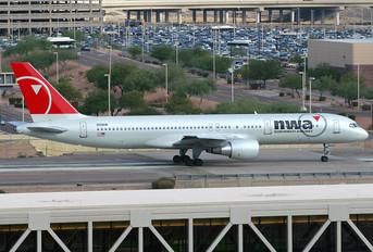N551NW - Northwest Airlines Boeing 757-200