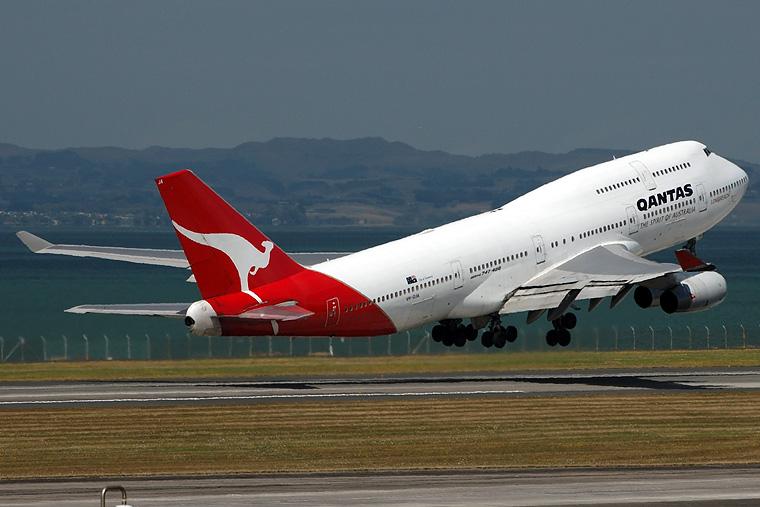 QANTAS VH-OJA aircraft at Auckland Intl