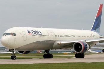 N837MH - Delta Air Lines Boeing 767-400ER