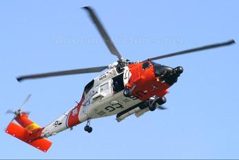 6010 - USA - Coast Guard Sikorsky HH-60J Jayhawk