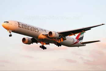 A6-EMX - Emirates Airlines Boeing 777-300