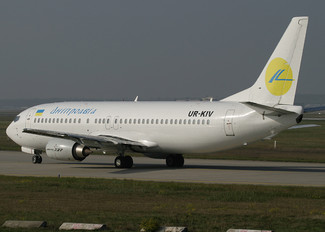 UR-KIV - Dniproavia Boeing 737-400