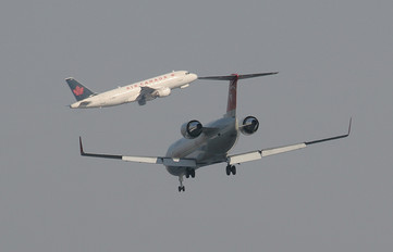 - - Northwest Airlines Canadair CL-600 CRJ-200