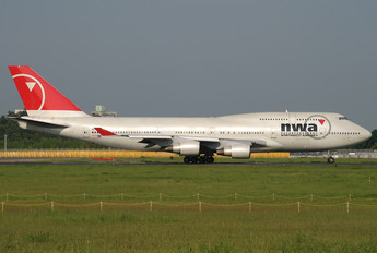 N670US - Northwest Airlines Boeing 747-400
