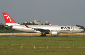 N855NW - Northwest Airlines Airbus A330-200