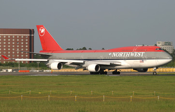 N664US - Northwest Airlines Boeing 747-400