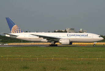 N78013 - Continental Airlines Boeing 777-200