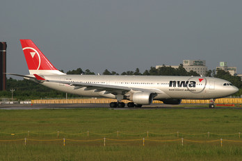 N857NW - Northwest Airlines Airbus A330-200