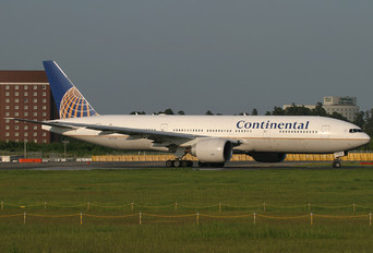 N57016 - Continental Airlines Boeing 777-200ER
