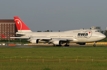 N667US - Northwest Airlines Boeing 747-400