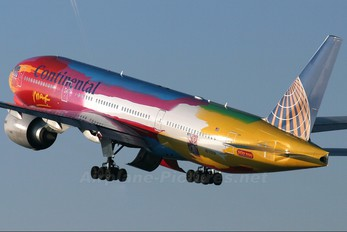 N77014 - Continental Airlines Boeing 777-200ER