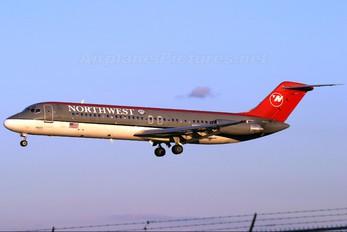 N8920E - Northwest Airlines McDonnell Douglas DC-9