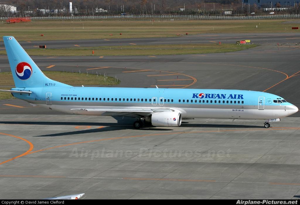 Korean Air HL7717 aircraft at New Chitose