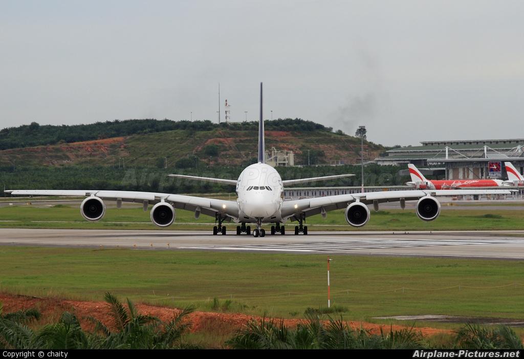 Singapore Airlines 9V-SKB aircraft at Kuala Lumpur Intl