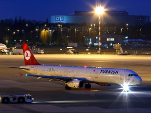 TC-JRE - Turkish Airlines Airbus A321