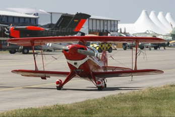 D-EHIL - Split Image Aerobatic Team Pitts S-2B Special