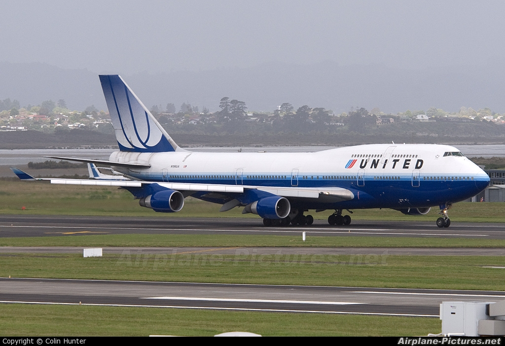 United Airlines N196UA aircraft at Auckland Intl