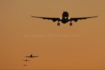 - - Qatar Airways Airbus A330-200
