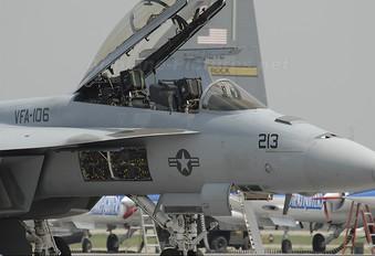 165797 - USA - Navy McDonnell Douglas F/A-18F Super Hornet