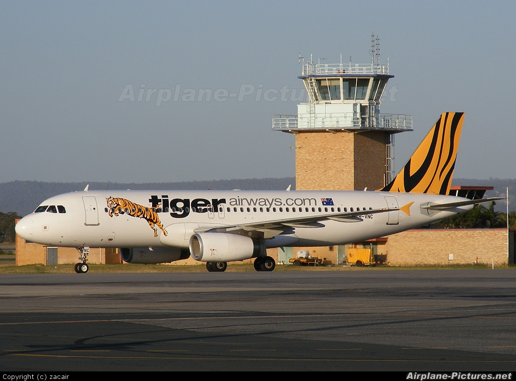 R Tiger Airways VH-VNC - Tiger Airways...
