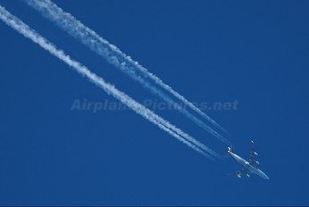 - - Cathay Pacific Boeing 747-400