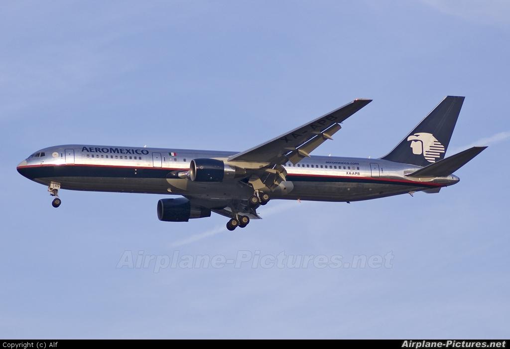 Aeromexico XA-APB aircraft at Madrid - Barajas