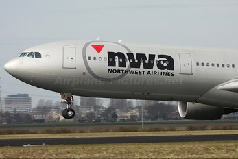 N807NW - Northwest Airlines Airbus A330-300