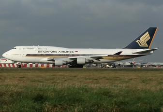 9V-SMZ - Singapore Airlines Boeing 747-400