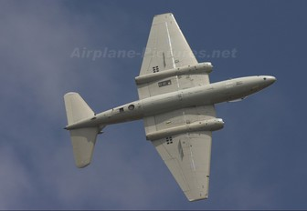 XH134 - Midair Squadron English Electric Canberra PR.9