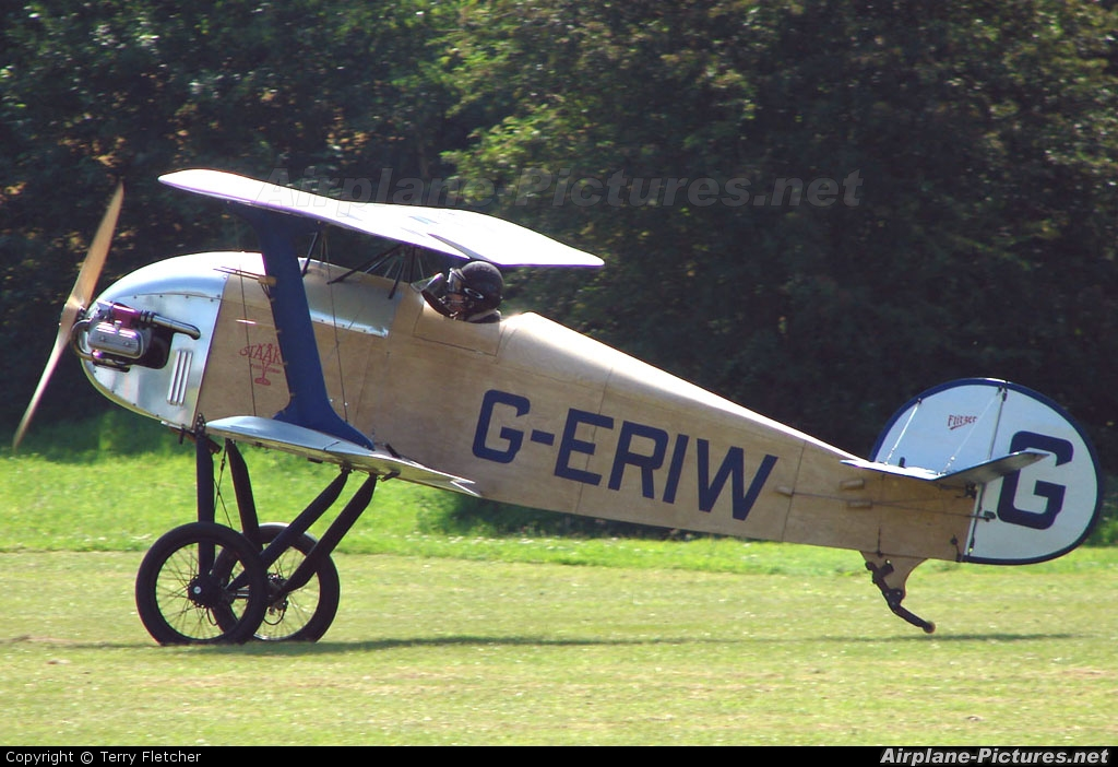 Private G-ERIW aircraft at Baxterley