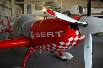 D-EXUG - Aerobática Extra 300L, LC, LP series