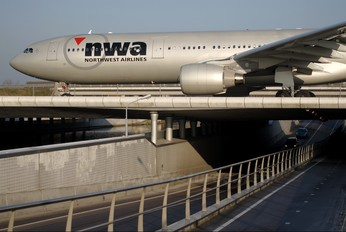 N819NW - Northwest Airlines Airbus A330-300