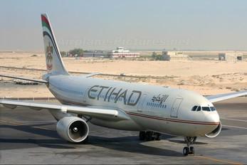 A6-EYB - Etihad Airways Airbus A330-200