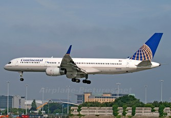 N14106 - Continental Airlines Boeing 757-200