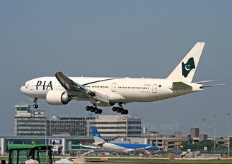 AP-BGY - PIA - Pakistan International Airlines Boeing 777-200LR