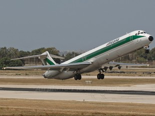 I-DATG - Alitalia McDonnell Douglas MD-82