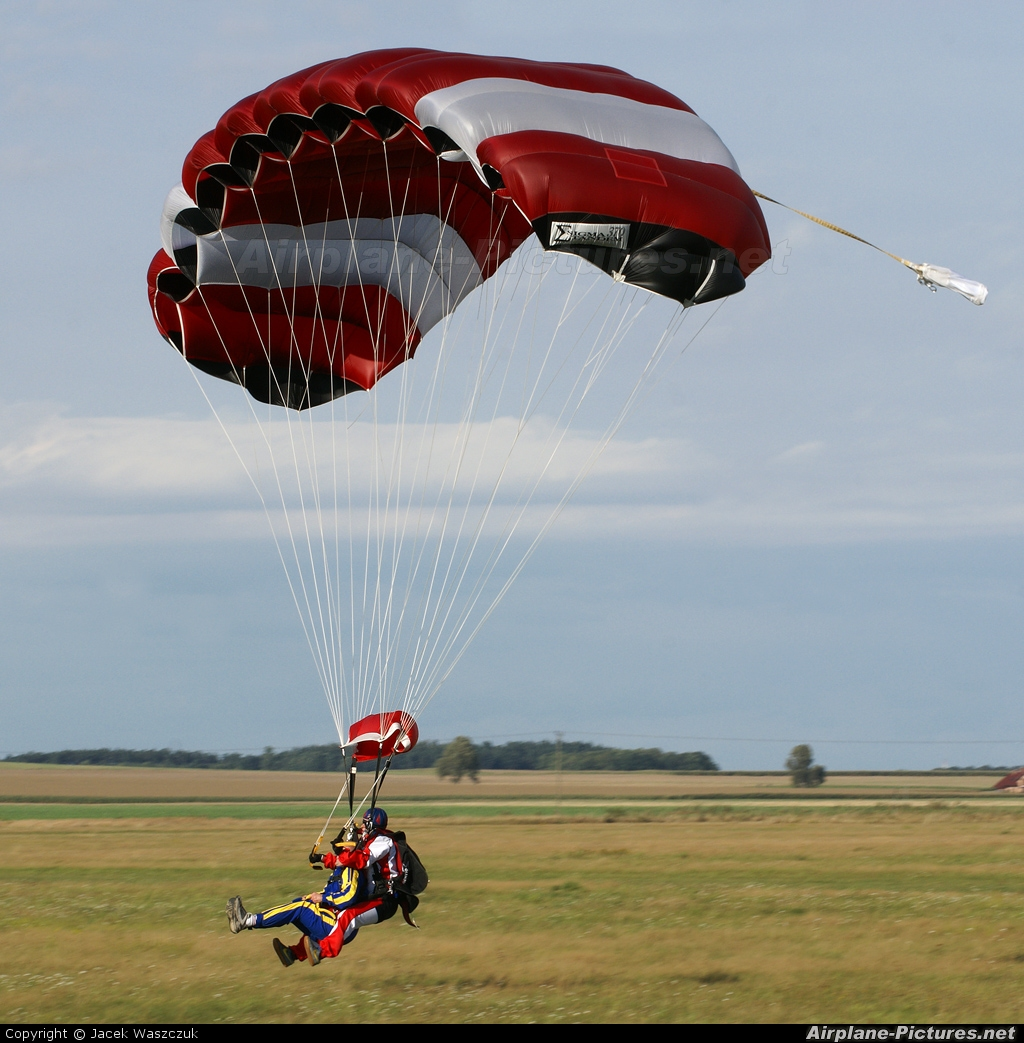 Private Parachute Parachute  Tandem At Mirosawice  Photo ID 30792  Airpla