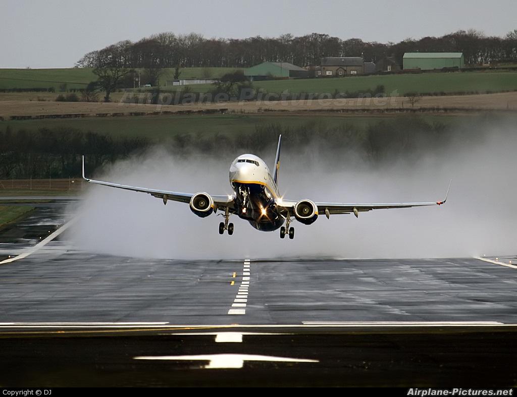 Ryanair EI-DLB aircraft at Prestwick