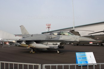 671 - Singapore - Air Force General Dynamics F-16D Fighting Falcon